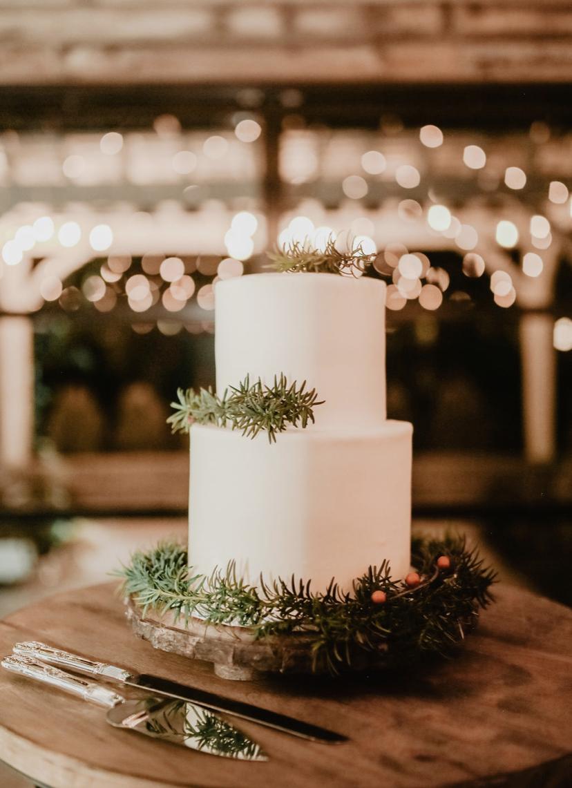 minimalist wedding cake at Glasshouse Venues